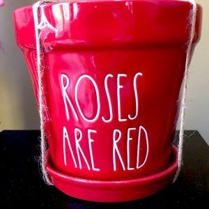 """🆕💕 Rae Dunn """"Roses are Red"""" flower pot"""